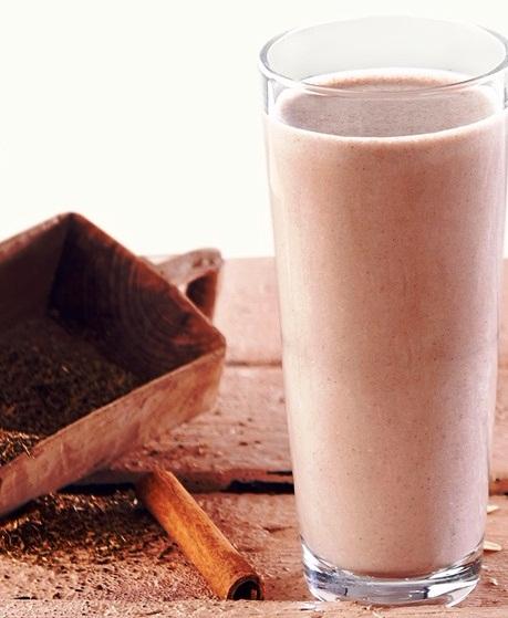 Demlenip soğumuş ıhlamur çayı, tarçın ve çikolata aromalı formül 1 shake karışımının enfes uyumu
