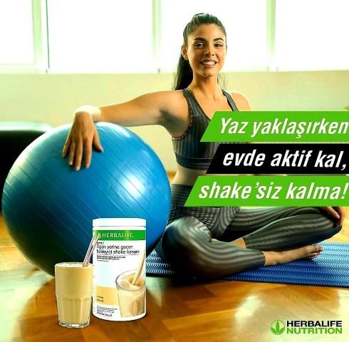 Evde fit kalabilmek için Herbalife shake ile kendini destekle.