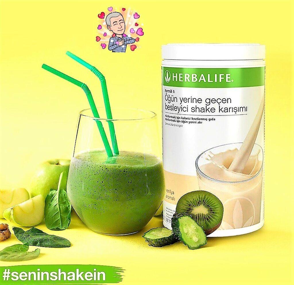 Herbalife Vanilyalı shake ile salatalık, nane, elma, kivi, ıspanak karıştır.